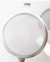 how to clean a foggy mesh strainer