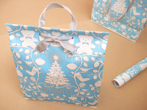 Transforming paper bag to gift wrap ⇆ bloomize