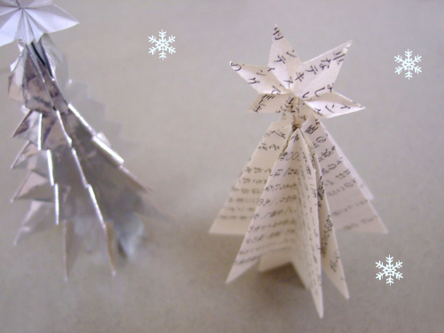 paper crafts for christmas: standing paper tree tutorial